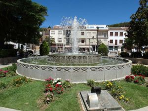 Fountain in the plaza at Villanueva Del Trabuco